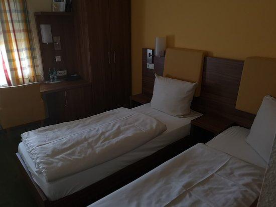 Commundo Tagungshotel: Schmale Betten die sich nicht zusemmenschieben lassen