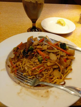 Fairlawn, OH: Pad Thai with pan fried noodles