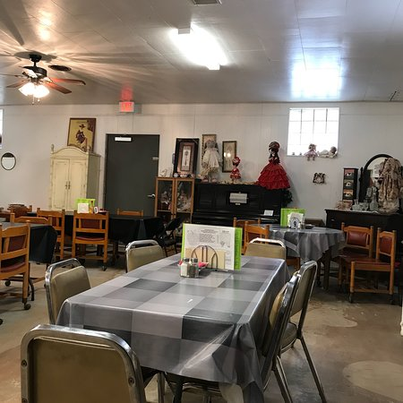 Plains, TX: Part of dining area