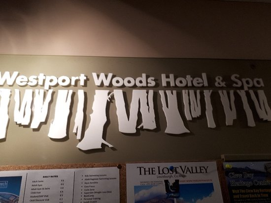 Westport Woods Hotel: Nice bar