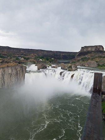 Shoshone Falls: falls