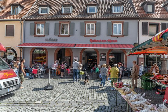 Annweiler am Trifels, Germany: Rotbart am Markt