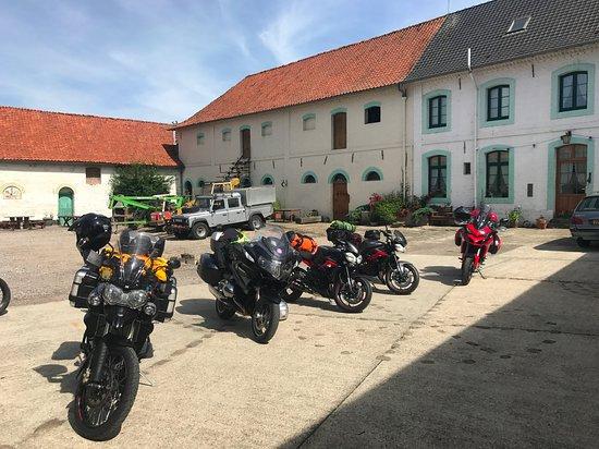 Saint-Pol-sur-Ternoise, France: The bikes in the courtyard