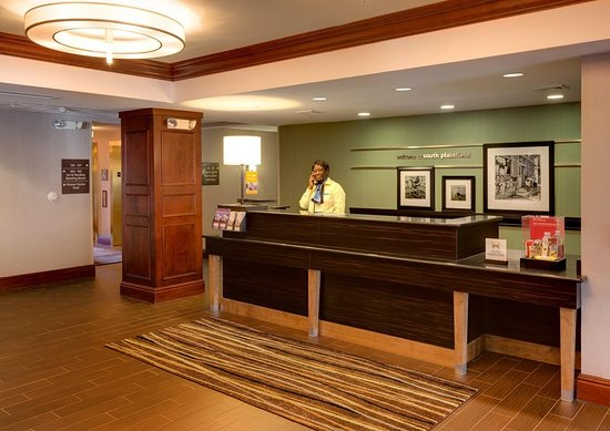 South Plainfield, NJ: Lobby