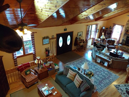 Berry Springs Lodge: Cozy living room area.
