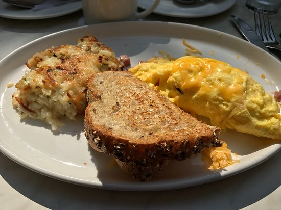 09-10-17 Sunday brunch. Hash browns were very salty. Nothing was warm.