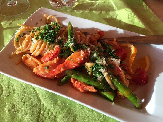 Cafe Restaurant Compose: Lobster pasta with fresh asparagus