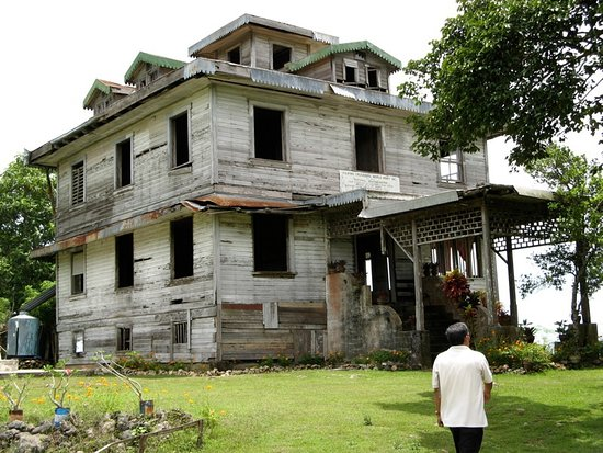 Samal Island, Philippines: This mansion was built in the late 1800 and is now abandoned.