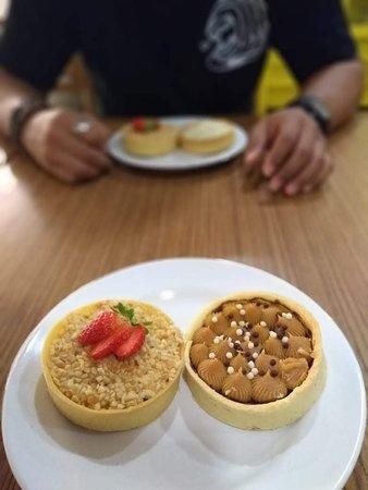 Santo Antônio de Jesus, BA: Tortinhas de Creme Branco com Nutella (à esquerda) e de Doce de Leite com Chocolate.