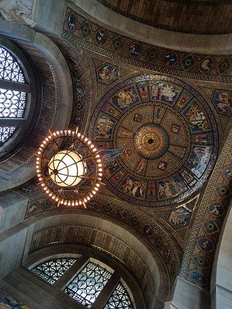 Nebraska State Capitol: Vestibule dome and chandelier