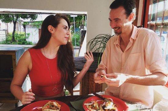Excursão gastronômica a pé vegana