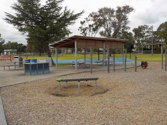 Maribyrnong, Australien: BBQs and shelter