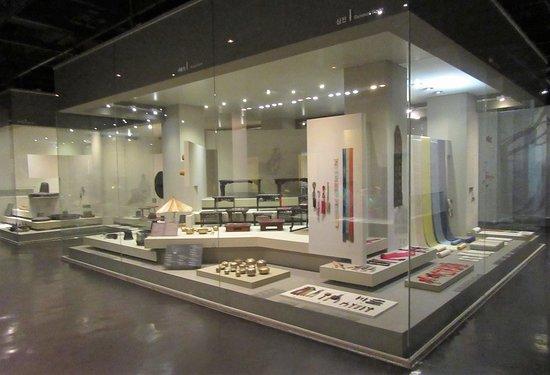 The National Folk Museum of Korea: Houseware display.