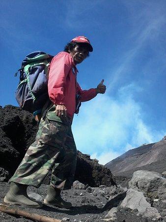 Langowan, Индонезия: info climbing soputan volcano.contact guidejotje lala whatsapp.+6289515507588