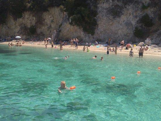 Pisina Beach: Φοβερή παραλία!!