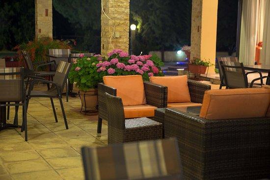 Aeolian Gaea Hotel: Pool bar