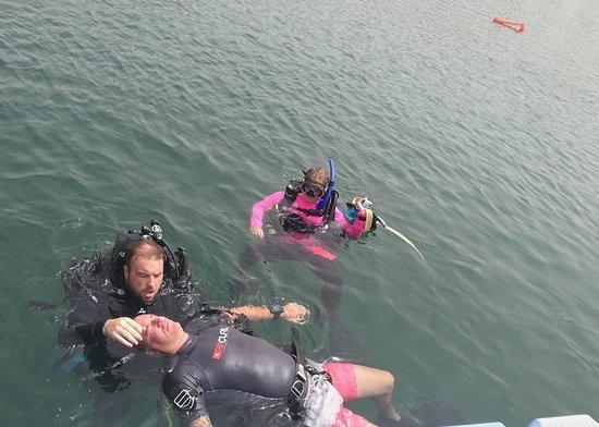 Ghantoot, Vereinigte Arabische Emirate: PADI Rescue Diver Course