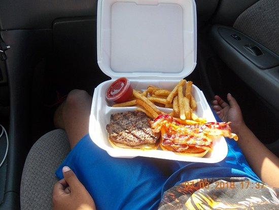 Applewood Farmhouse Grill: farmhouse burger and fries