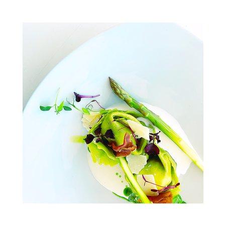 Fresh asparangus tortellini with asparangus, chlorophylle, cream sauce and prosciutto