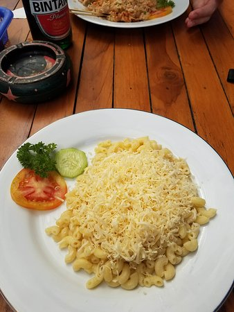 D&B Warung: Macaroni with Cheese