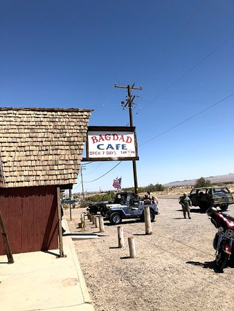 Newberry Springs, CA: Don't blink or you will miss it.