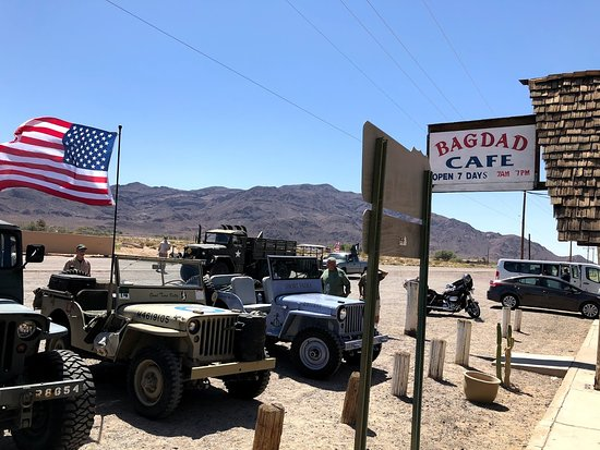 Newberry Springs, CA: All sorts of visitors. Popular with everyone