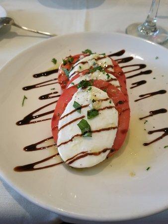 Tomato Mazzarella Caprese Salad - looks great, tastes great