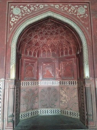 Hi Greeting From Taj Mahal Tour Guide Family Group This is beautiful Arach of Taj Mahal Mosque