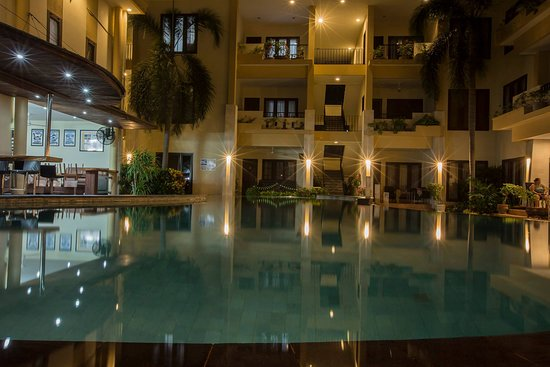 Kuta Townhouse Apartments: One of three pools....this is closest to the bar/restaurant