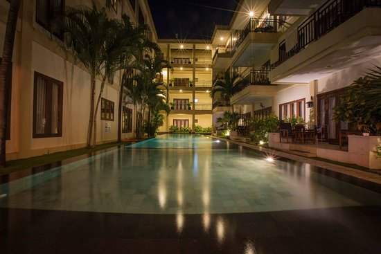 Kuta Townhouse Apartments: Second pool..apartments in this section would be a little quieter