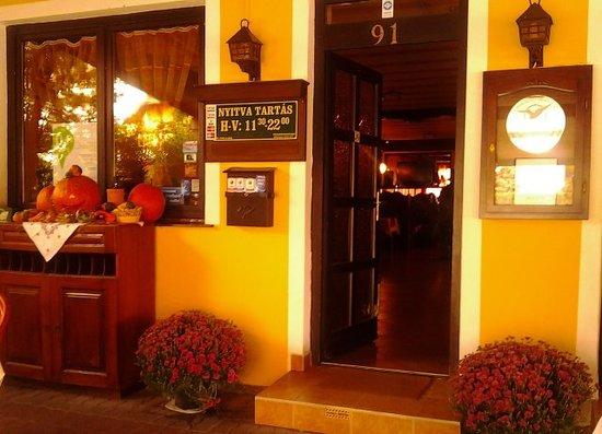 Balatonboglar, Hungary: Kis Szieszta étterem