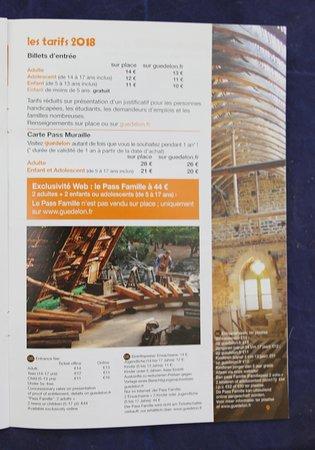 Brochure sur le château de Guédelon