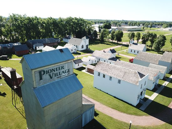 Worthington, MN: Pioneer Village