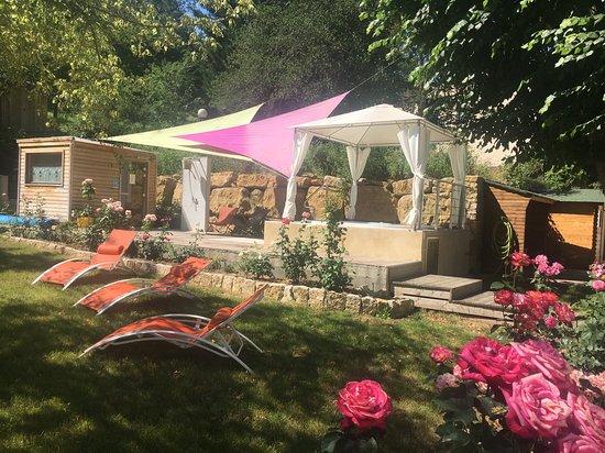 Rennes-les-Bains, Франция: Hammam, sauna et jacuzzi dans le jardin