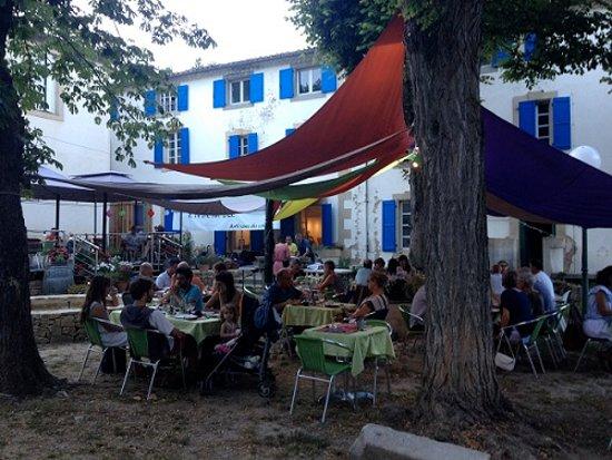 Rennes-les-Bains, Франция: Service au jardin