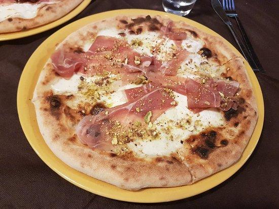 Sannicandro di Bari, Itália: 20180704_204228_large.jpg