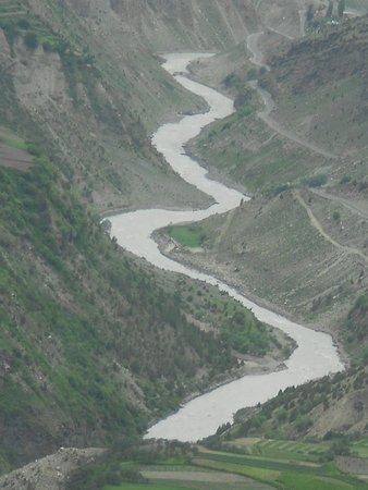 Lahaul and Spiti District, Ινδία: Spectacular views of Bhaga river from the top of Shashur monastery