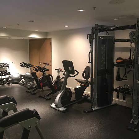 Hotel Vitale, a Joie de Vivre hotel: Fitness center with recently added equipment.  Good quality spin bikes but don't appear to trans