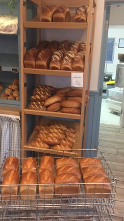 Sixmilebridge, Irland: Fresh baked bread and rolls ready every morning. Delicious, crusty and made the old fashioned wa