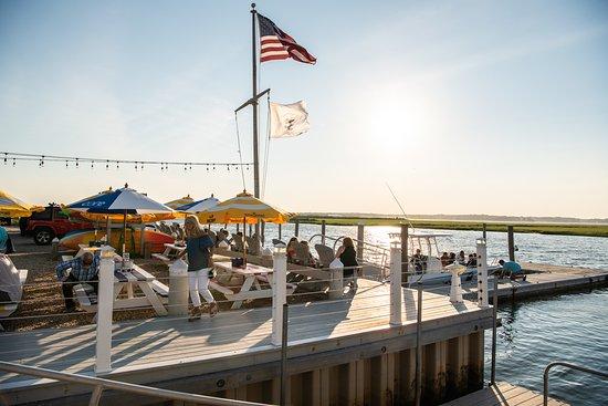 East Quogue, نيويورك: Dockers Waterside Marina & Restaurant