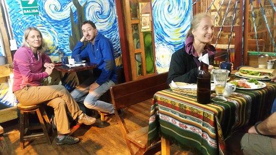 Combinación De La Noche Estrellada Y Terraza De Café Por La