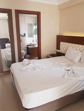 The Corner Park Hotel: 20180703_165950_large.jpg
