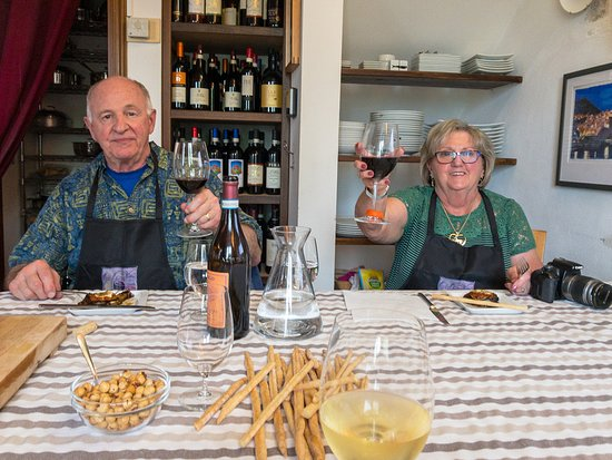 Travel Langhe  Wine Tours: Salute!