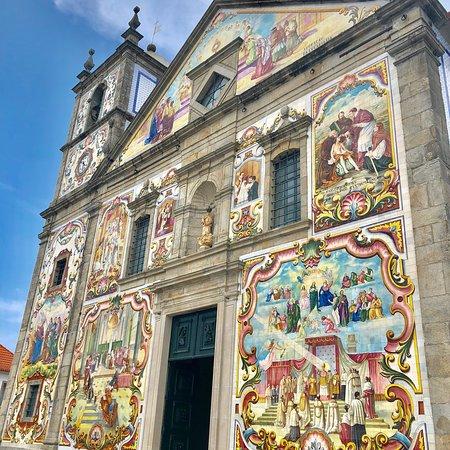 15f289fe4a94f Igreja Matriz de Santa Maria de Válega  A belíssima igreja é uma explosão  de cores
