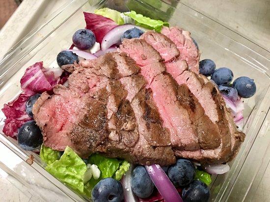 Williamstown, MA: steak berry salad