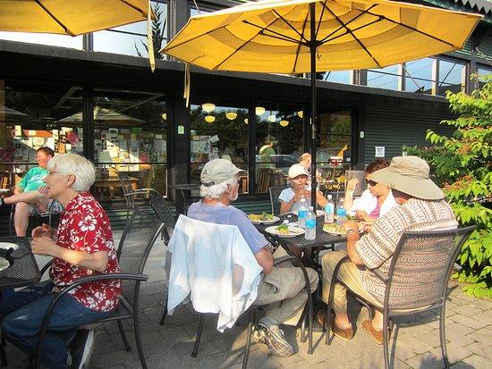 Williamstown, MA: patio seating