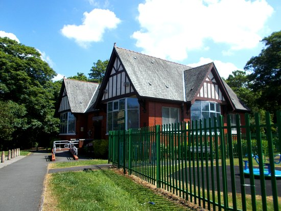 Thatto Heath Library