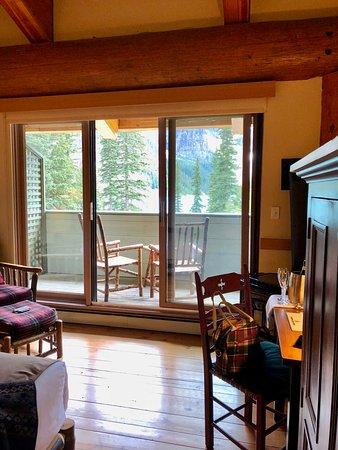 Moraine Lake Lodge: Nice room and view