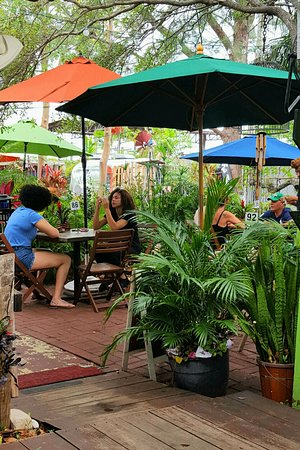 Wilton Manors, FL: Outside seating