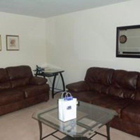 Daleville, AL: Living room